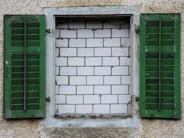 Zugemauertes Fenster.