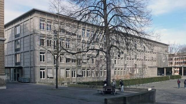 Blick in den Innenhof des Gymnasiums Kirschgarten