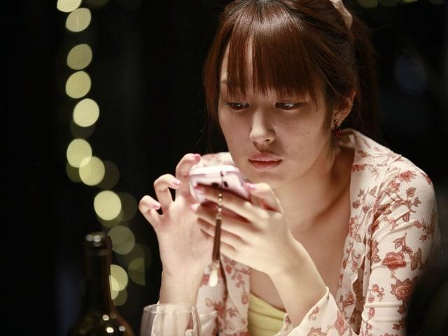 Rin Takanashi als Studentin und Callgirl Akiko.