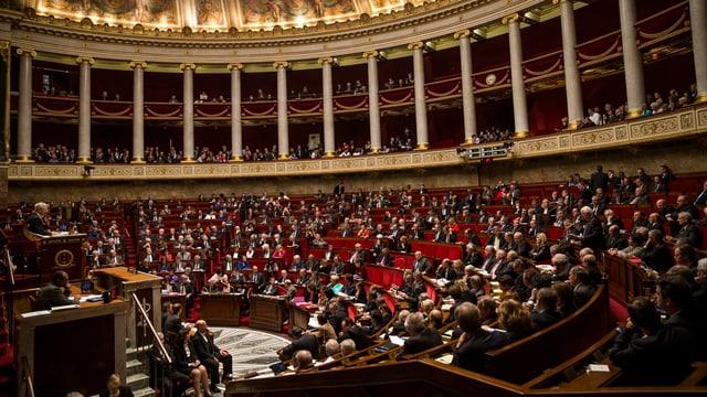 Das französische Parlament während der Wahl über die Anerkennung Palästinas