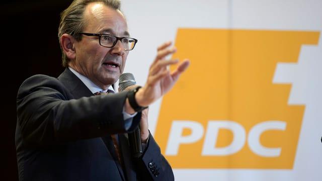 Raymond Loretan spricht an der Genfer CVP-Delegiertenversammlung