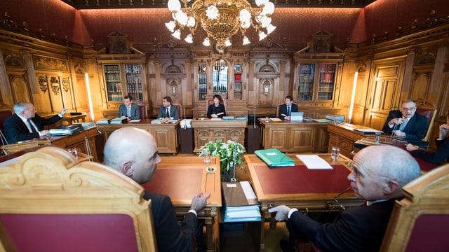 Bundesratszimmer mit den Bundesräten an ihren Plätzen.
