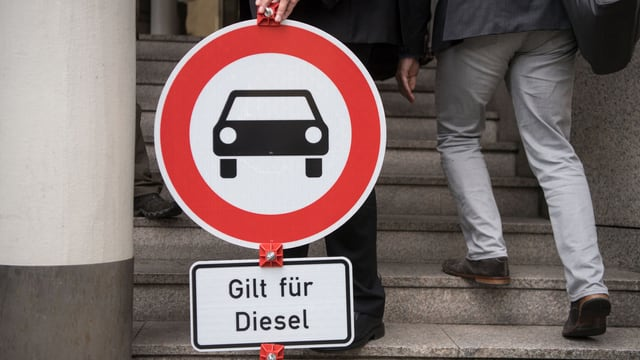 Ein Verbotsschild für Diesel-Autos