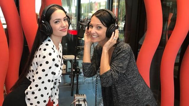 Anita Buri, ex-Miss Schweiz aus dem Thurgau (rechts im Bild) coachte die frischgebackene Miss Schweiz Jastina Doreen Riederer.