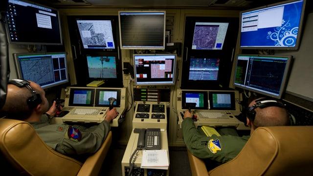 Zwei Piloten im Steuerraum der Drohne «MQ-9 Reaper».