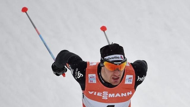 Dario Cologna in acziun durant la cursa ad Oberstdorf in schaner 2017.