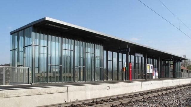 Die moderne Haltestelle Niederholz der S-Bahn ins Wiesental