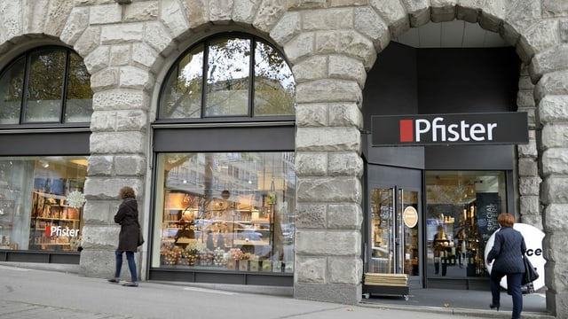 Fassade von Möbel Pfister.