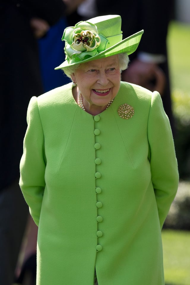 Die Queen in grünem Kleid und Hut.