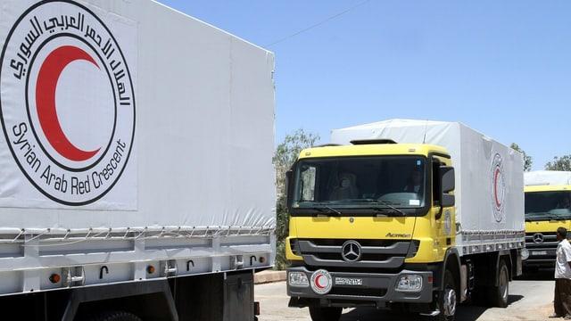 Lastwagen-Konvoi des syrisch-arabischen Roten Halbmondes.
