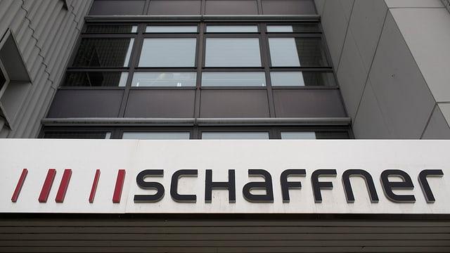 Logo über Gebäude mit Aufschrift Schaffner.