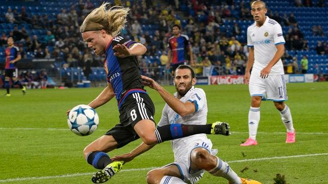 Ils giugaders dal FCB domineschan la partida ma giogan sulet in pari.