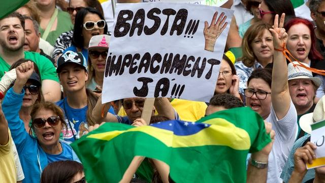 Protestierende an einer Anti-Korruptionsdemonstration in São Paulo