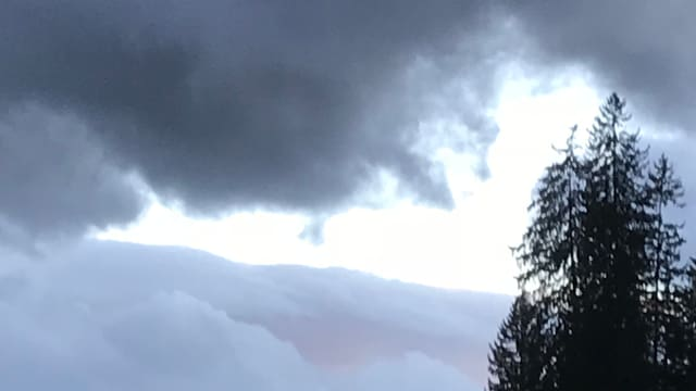 Wolkenfetzen am Himmel