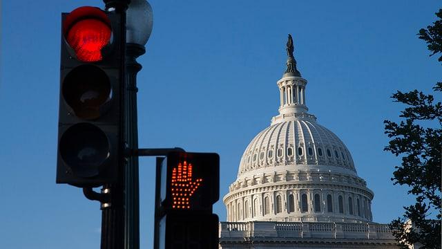 Rote Ampel vor dem U.S.Capitol in Washington