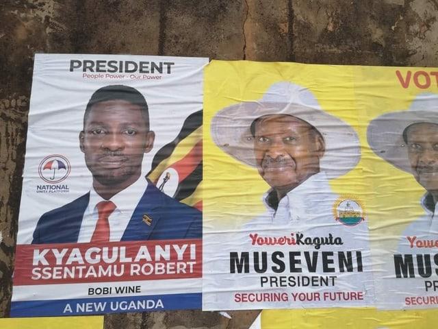 Plakate von Museveni und Bobi Wine