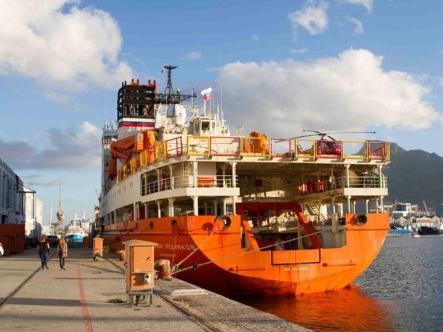 Schiff in Kapstadt