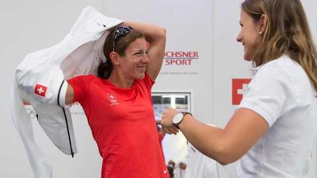 La triatleta Nicola Spirig vi da empruvar en il resti da Swiss Olypic per ils gieus olimpics en Brasilia.
