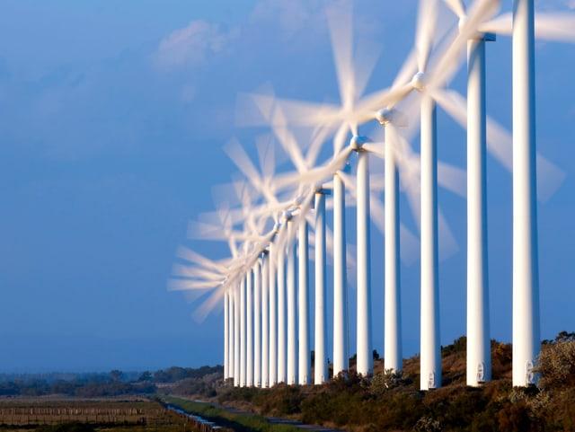 Windturbinen im Einsatz in Port Saint Louis du Rhone, in der Nähe von Marseille.