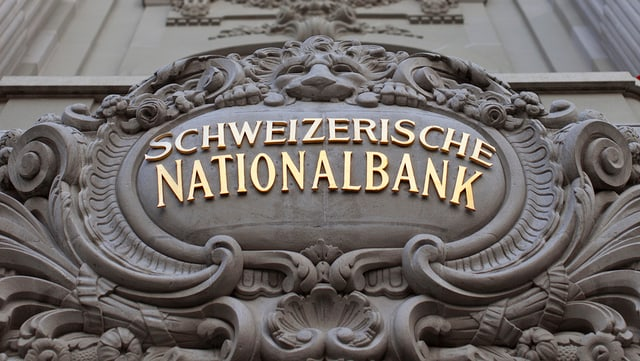 "L'inscripziun ""Schweizerische Nationalbank"" vid la banca a Turitg."