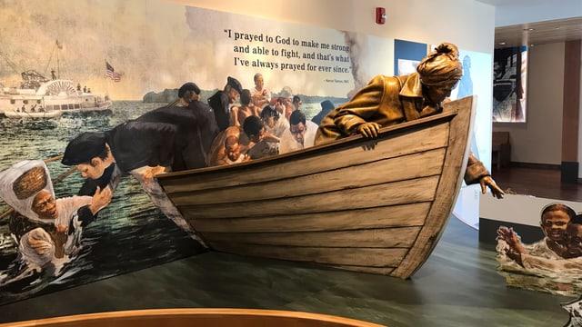 Ein nachgebautes Boot im Museum. Harriet Taubmann ist im Schiff und rettet Sklaven aus dem Wasser.