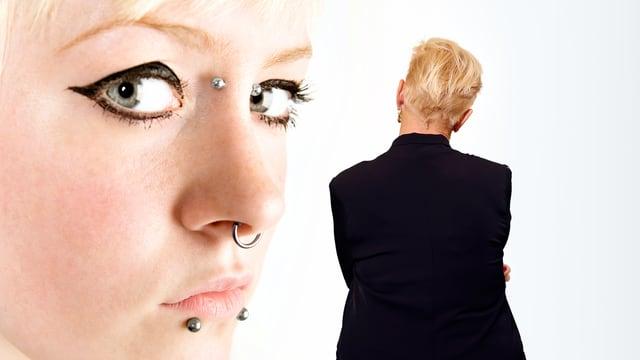 Cornelia Kazis betrachtet das Bild einer gepiercten Frau.