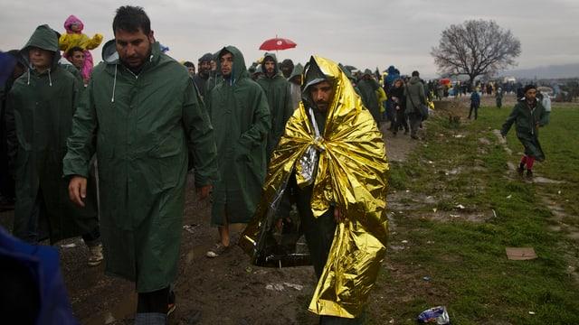 Schlange von Flüchtlingen in Idomeni