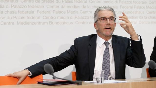 Rafael Corazza, il directur dal secretariat CUMCO dat pled e fatg avant las medias.