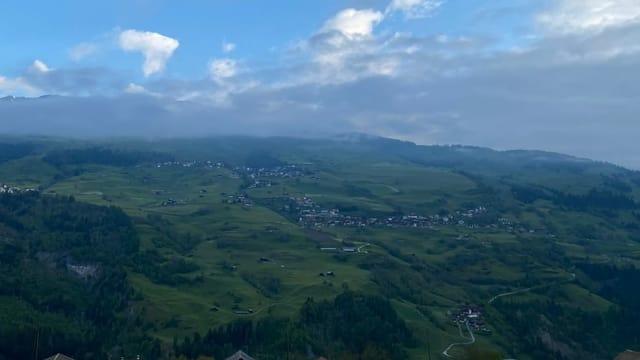 purtret da Cumbel e Morissen en Val Lumnezia.