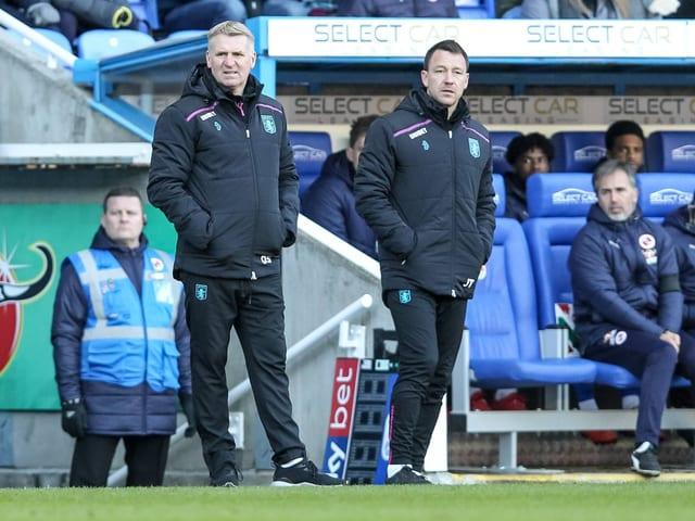 Assistent John Terry (r.) mit Villa-Coach Dean Smith.