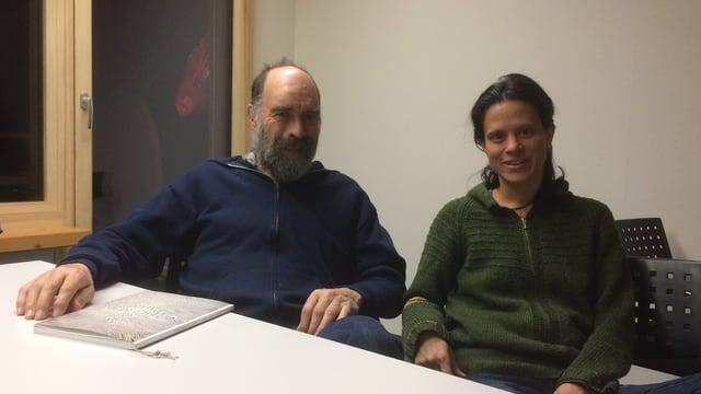 Schriftsteller Göri Klainguti und seine Tochter Sidonia Klainguti sind zuständig für die Redaktion des «Chalender Ladin».