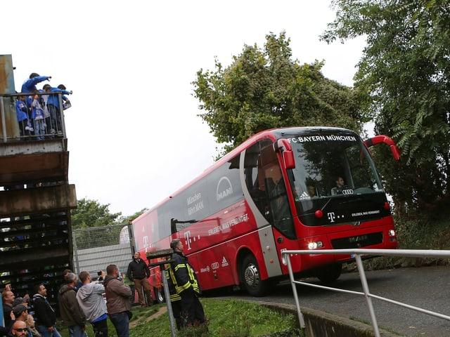 Die Bayern treffen in Darmstadt ein.