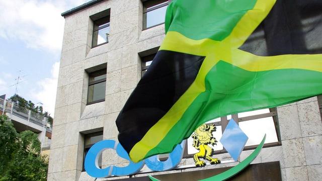 Die Jamaika-Flagge vor dem CSU Logo
