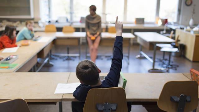 Uffants en scola.