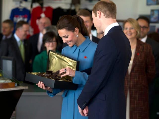 William und Kate erhalten ein Geschenk für ihren Sohn, Prinz George.