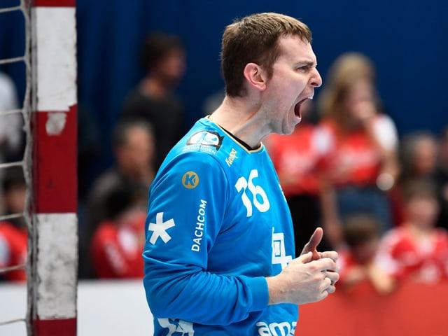 Matias Schulz schreit seine Freude heraus.