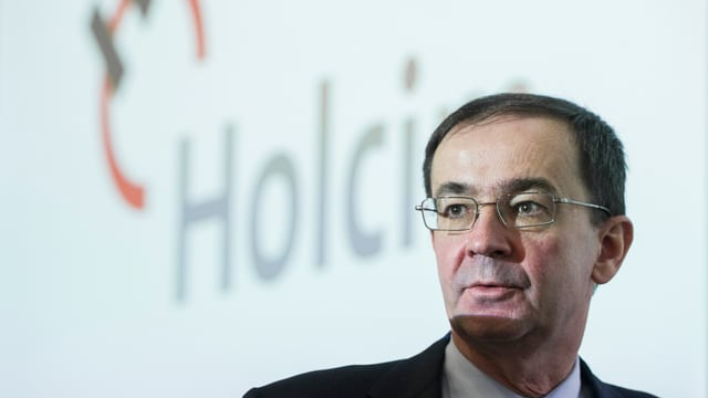 Bernard Fonana vor dem Holcim-Logo.