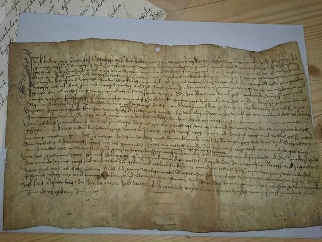 Ina pergiamina dal 1530 che tracta in cas da dretgira a Vuorz.