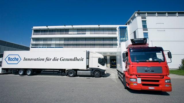 Lastwagen vor Roche-Gebäude in Kaiseraugst
