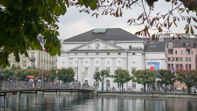 Das Gebäude des Luzerner Theaters an der Reuss