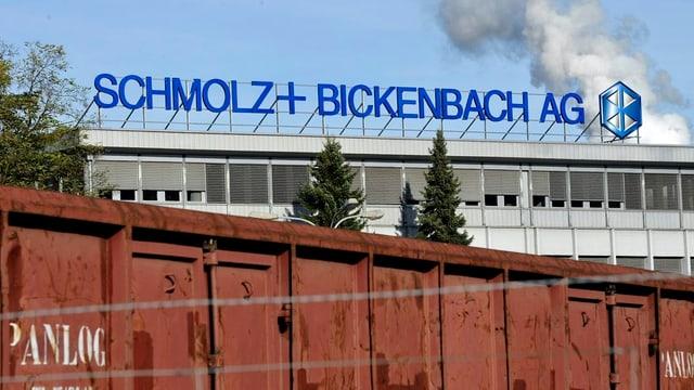 Blick auf das Firmengebäude von Schmolz und Bickenbach in Emmen.