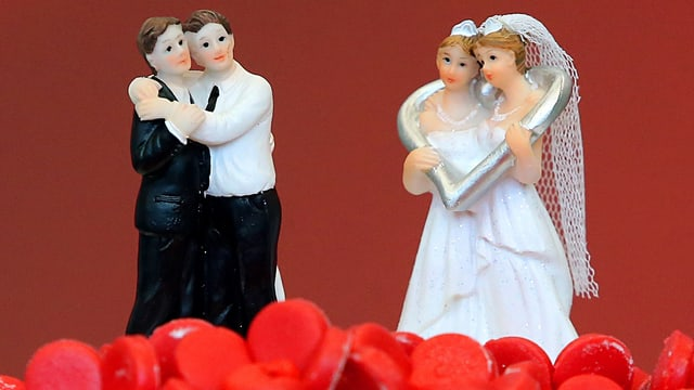 Figurinas da pèrs omosexuals sin ina tuorta da nozzas.