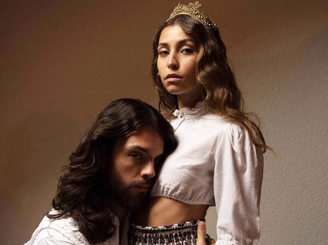Mann und Frau im Stil von Jesus und Maria