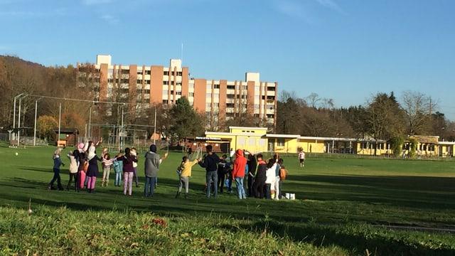 Spielen im Freien: Aufnahmeklasse für unbegleitete, minderjährige Asylsuchende in Embrach.