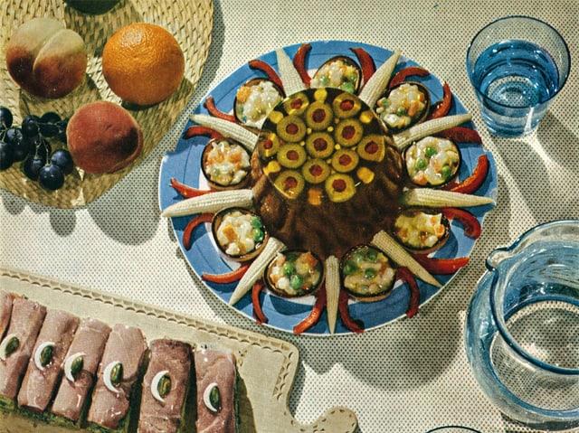 Feine Mayonnaise mit Sulz, garniert mit Lyonerkörbchen.