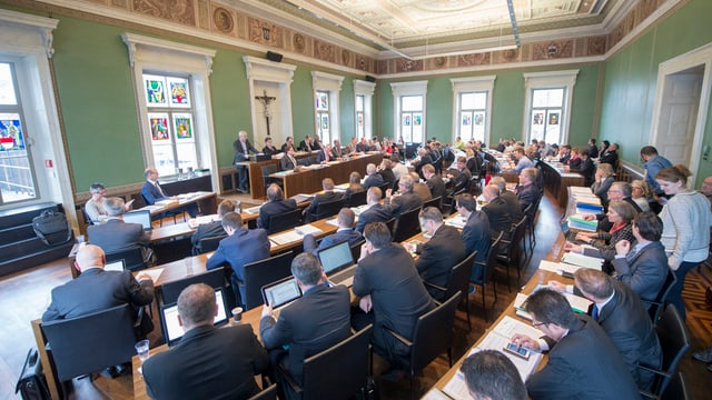 Kantonsratssaal mit Parlamentarier