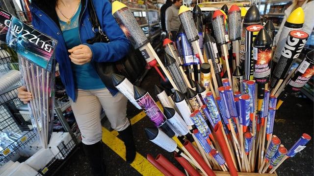 Mehrere Raketen sind bereit zum Verkauf anlässlich des 1. August.