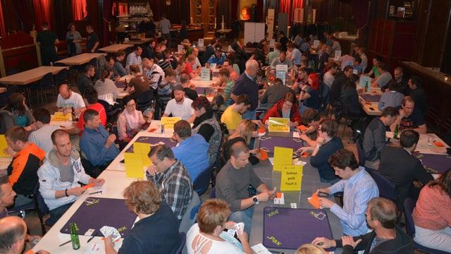 Rekordzahl - 113 Teilnehmer kämpfen im Zürcher Kaufleuten um den Sieg.