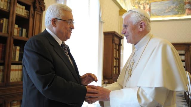 Mahmud Abbas (l) und Papst Benedikt XVI.