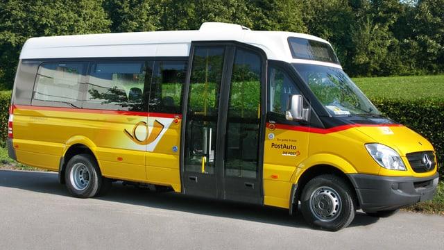 Ein Kleinbus der PostAuto AG.